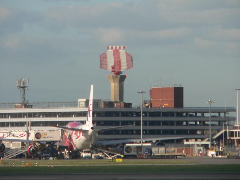 Heathrow_Airport_radar_tower_P1180333